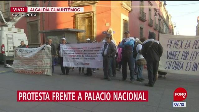 protestan grupos de manifestantes en palacio nacional en cdmx