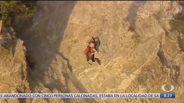 rescatan a mujer de la tercera edad que resbalo en acantilado