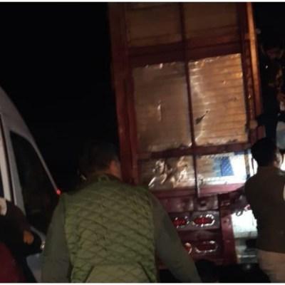 Rescatan en Chiapas a 97 migrantes centroamericanos abandonados en camión