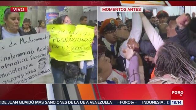 FOTO: se registra trifulca entre padres de ninos con cancer y policia en aicm