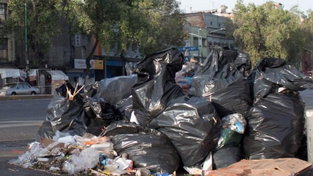 FOTO Sin bolsas de plástico, como separar basura y recoger popó de mascotas (Cuartoscuro)