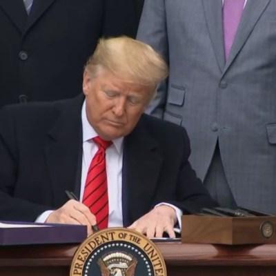 Foto: Donald Trump firma el T-MEC