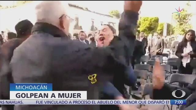 una mujer insulta a jose manuel mireles y es golpeada