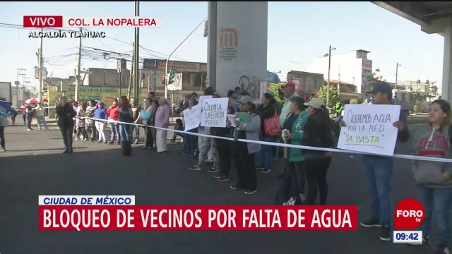 vecinos bloquean calles por falta de agua