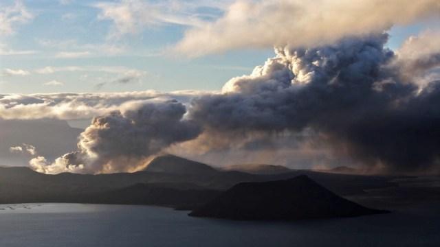 Volcán Taal: Filipinas mantiene alerta 4 ante posible erupción y tsunami volcánico