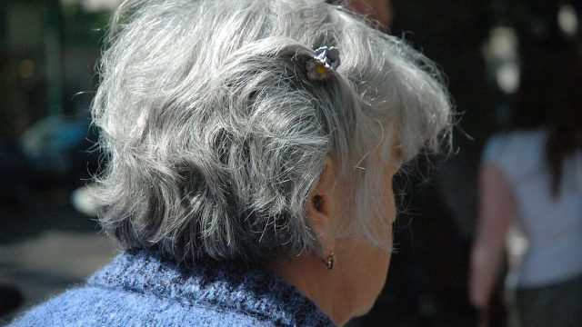 ¿El estrés podría teñir tu cabello de gris?