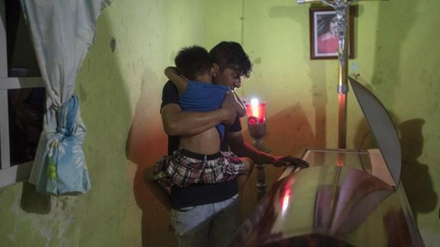 Abuelas de huérfanos del bar 'Caballo Blanco', exigen apoyos