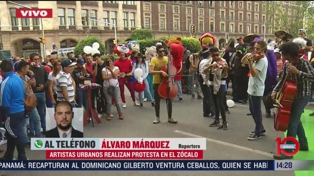 FOTO: aristas urbanos y botargas realizan protesta en el zocalo de cdmx