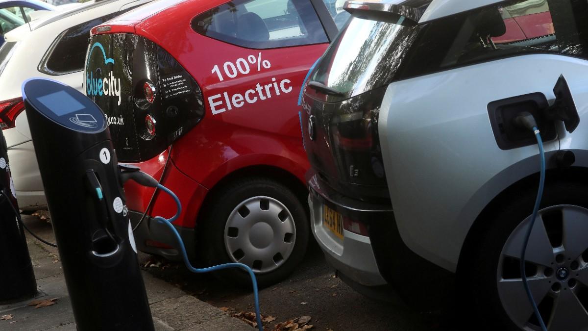 Reino Unido prohibirá autos con gasolina y diésel
