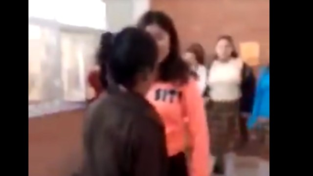 Foto: Captan bullying que sufre niña de secundaria en Coahuila, 14 de febrero de 2020, (Captura de video)