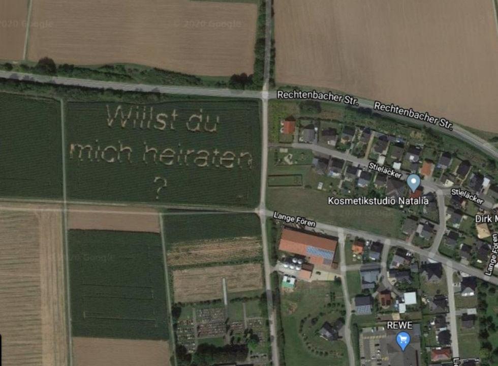 Foto Propuesta matrimonial de agricultor aparece en Google Maps, 12 de febrero de 2020, (Google Maps)