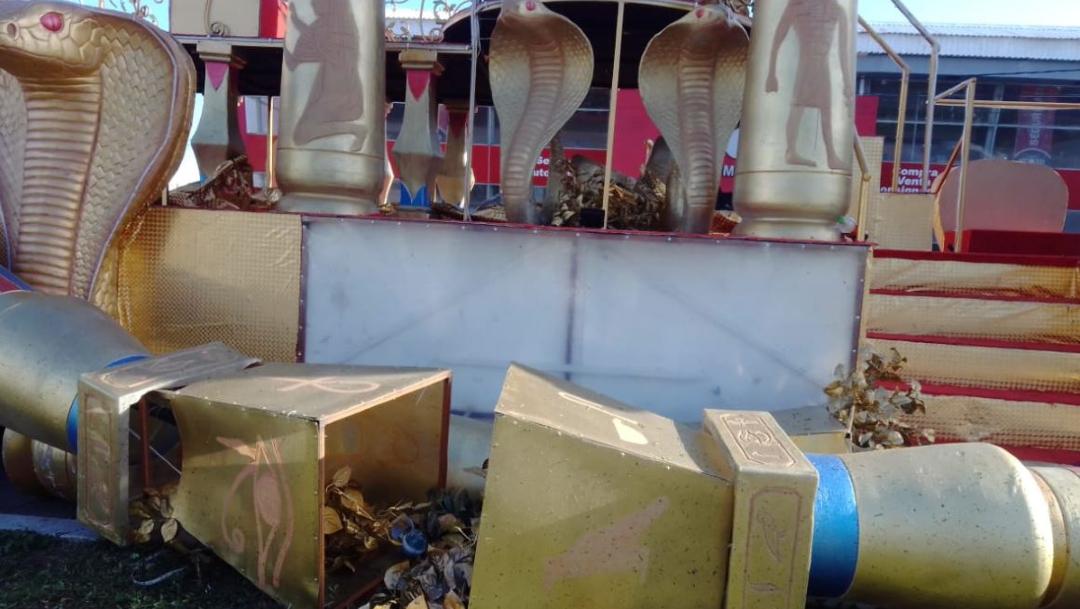 Foto: Fuertes vientos dañan algunos carros del Carnaval de Veracruz, 21 febrero 2020