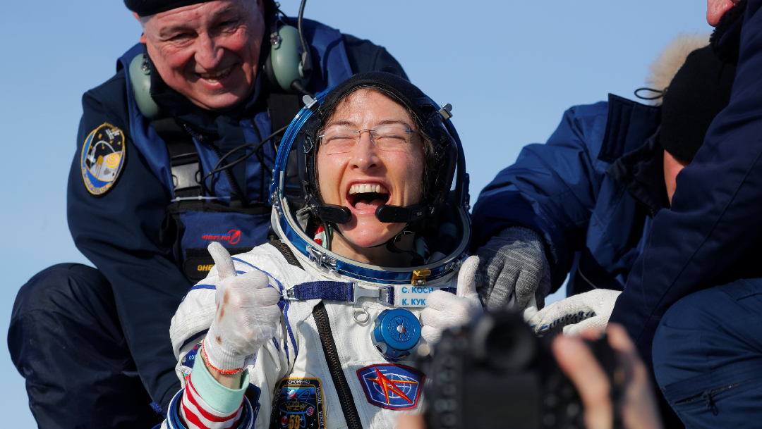 FOTO Astronauta de la NASA Christina Koch regresa a la Tierra tras casi un año en el espacio (Reuters)