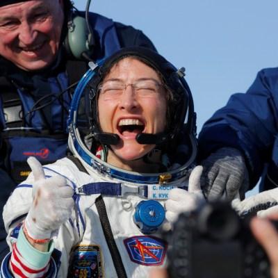 Astronauta de NASA Christina Koch regresa a la Tierra tras casi un año en el espacio