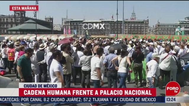 FOTO: 23 Febrero 2020, cientos forman cadena frente a palacio nacional