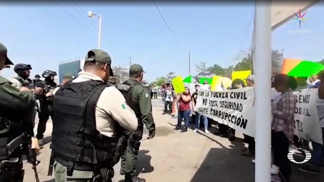 Foto: Alberto Carmona, reportero de 'El Piñero de la Cuenca', cubría la protesta de habitantes de Ciudad Isla cuando fue agredido por integrantes de la fuerza civil