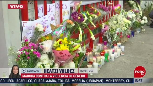 FOTO: 15 Febrero 2020, colocan altar frente a edificio donde fue asesinada ingrid escamilla
