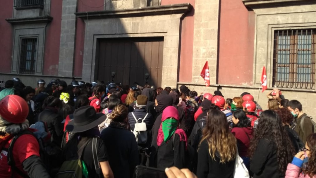 Foto: Concluye reunión de feministas y autoridades en Palacio Nacional; no hay acuerdos