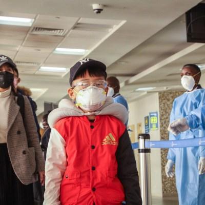 China ordena incinerar cuerpos de víctimas de coronavirus; prohíben tradiciones funerarias