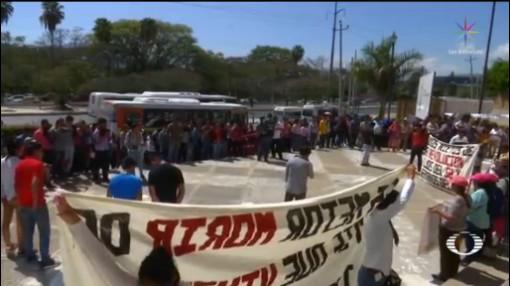 Foto: Desalojan Familiares 43 Ayotzinapa Tuxtla Gutiérrez 17 Febrero 2020
