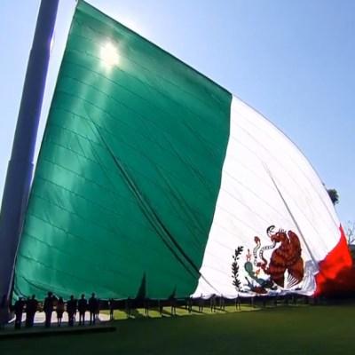 FOTO AMLO encabeza ceremonia por Día de la Bandera en Campo Marte (YouTube)