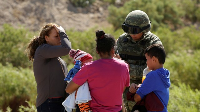 Foto: Ebrard: Cruces de migrantes en frontera con EEUU se han reducido 74%