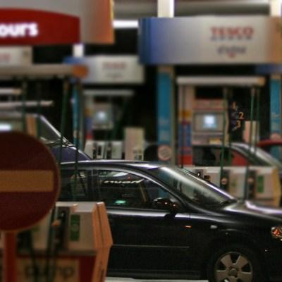 Taxista golpea a una mujer por pagarle con un billete de 50 mil