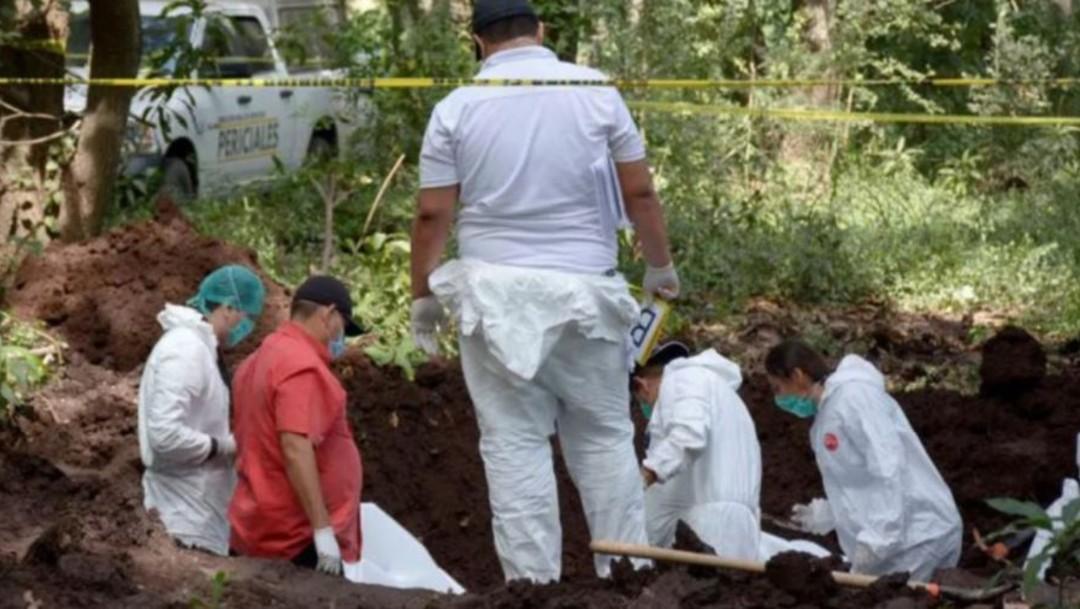 Foto: La Fiscalía General del Estado (FGE) informó que los cuerpos fueron hallados por un grupo de albañiles que trabajaba en un predio de la colonia Zumpimito