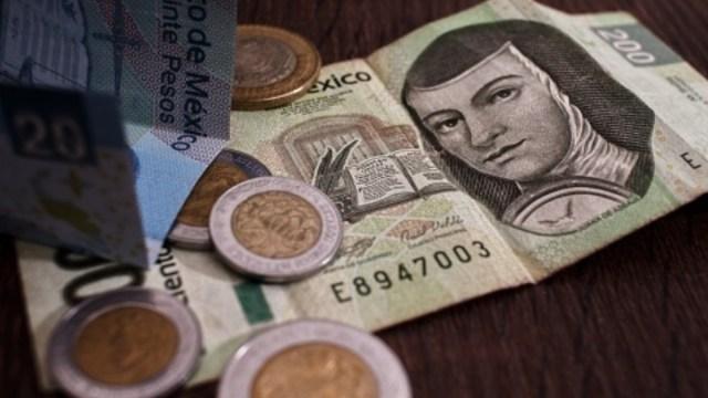 Foto: Billetes y pesos mexicanos. Getty Images