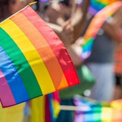 Foto: Bandera arcoíris, símbolo de la comunidad LGBT. Getty Images/Archivo