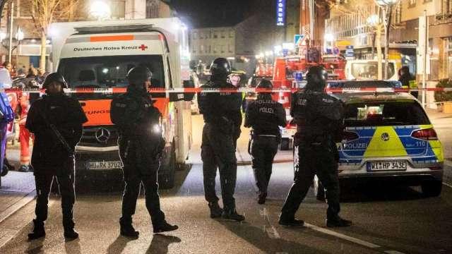 Hallan muerto a presunto tirador de bares en Alemania
