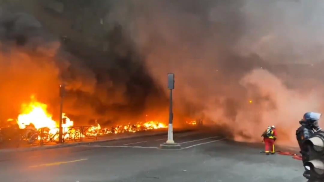 Incendio en una estación de trenes de París — Videos