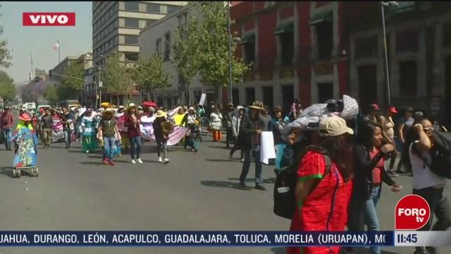 integrantes de la comunidad triqui marchan en el centro historico cdmx