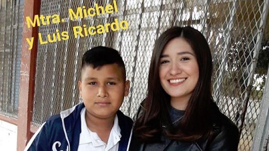 Foto Maestra ayuda a alumno rechazado a ganar concurso de Día San Valentín 14 febrero 2020