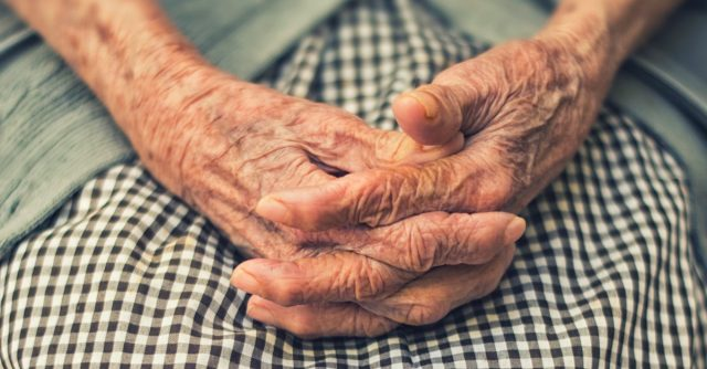 26 de febrero d2 2020, manos de una persona adulta (Imagen: Unsplash)