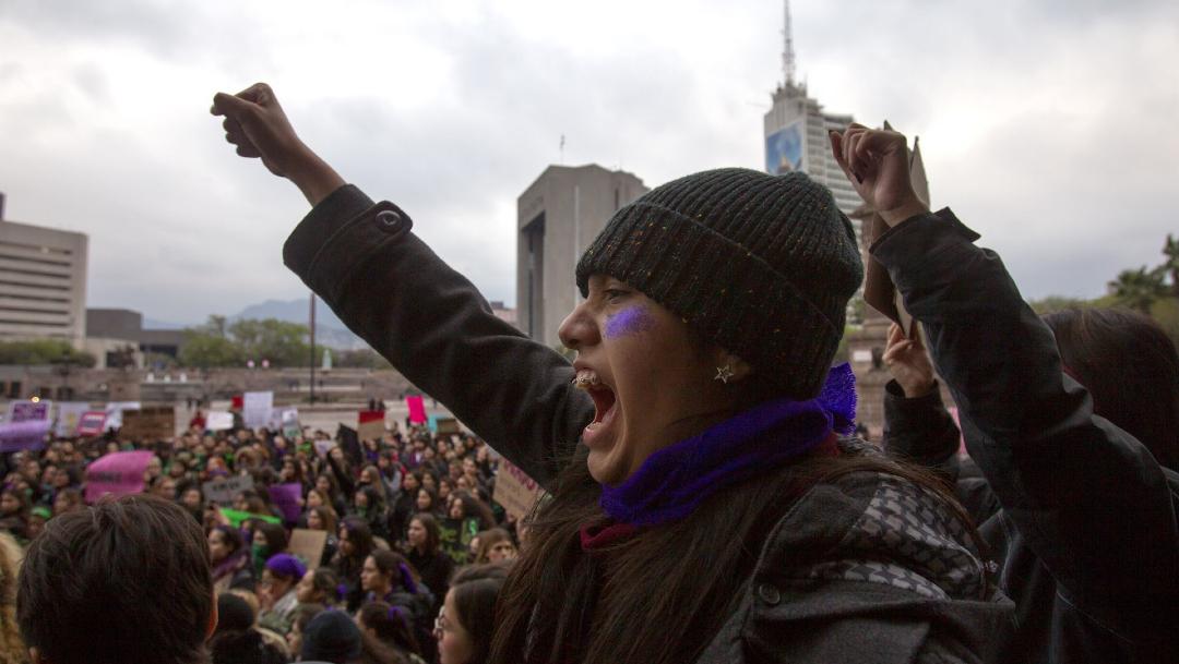 FOTO No somos machistas, dice AMLO; anuncia campaña de concientización; en la imagen, una marcha feminista en Monterrey (Cuartoscuro)