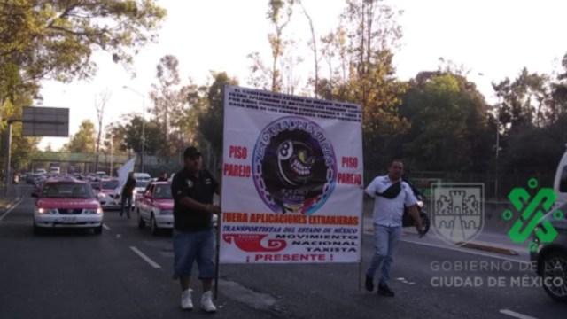Foto: Caravana de manifestantes taxistas avanza sobre Avenida Insurgentes a la altura de Eje 5 Norte con dirección al sur, 19 febrero 2020