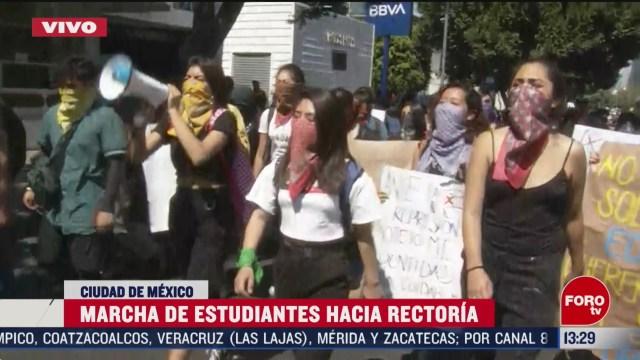 FOTO: marchan estudiantes hacia rectoria