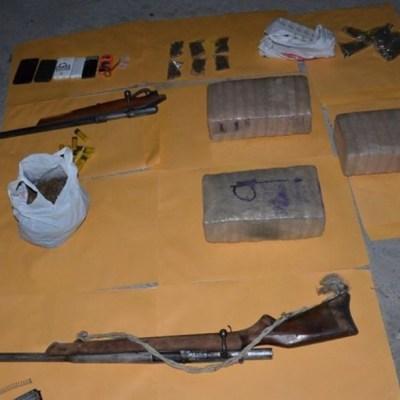 Foto: Además, policías de Investigación, en coordinación con elementos del Ejército Mexicano y Guardia Nacional, aseguraron armas y droga en una casa de seguridad donde se ocultaban los implicados