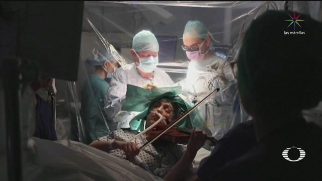 Foto: Mujer Toca Violín Mientras Retiran Tumor Cerebral 19 Febrero 2020