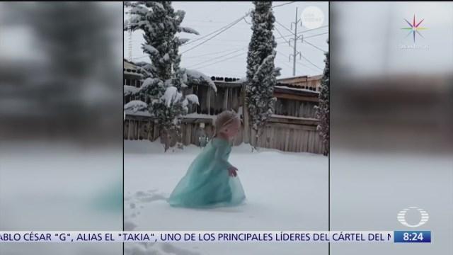nina baila frozen en la nieve
