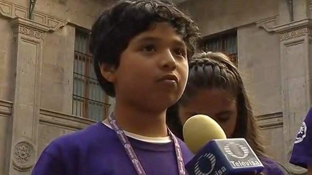 Niños de Veracruz piden a AMLO recuperar espacio radiofónico