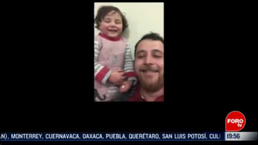Foto: Padre Inventa Juego Calmar Hija Bombardeos 18 Febrero 2020