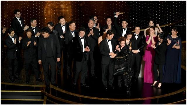 """Foto: """"Parásitos"""" gana el Oscar 2020 Mejor Película, 9 de febrero de 2020 (Getty Images)"""