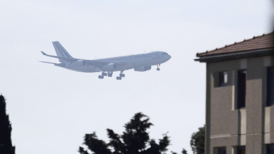 Foto :Llegó a Francia el avión militar que transportaba a ciudadanos mexicanos desde Wuhan, China