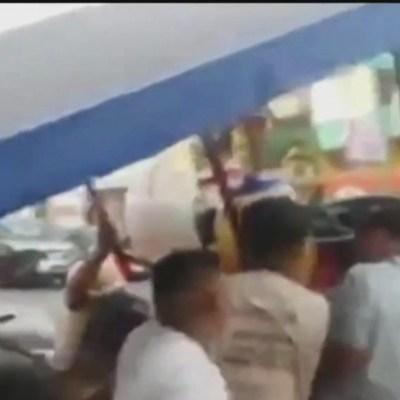 Foto: Video: Retiran y agreden a vendedor de aguas frescas, 15 de febrero de 2020, (FOROtv)