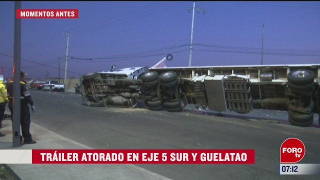 retiran trailer volcado en eje 5 sur y guelatao