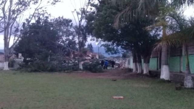 FOTO Surada con fuertes vientos provoca apagones en varios municipios de Veracruz (Noticieros Televisa)
