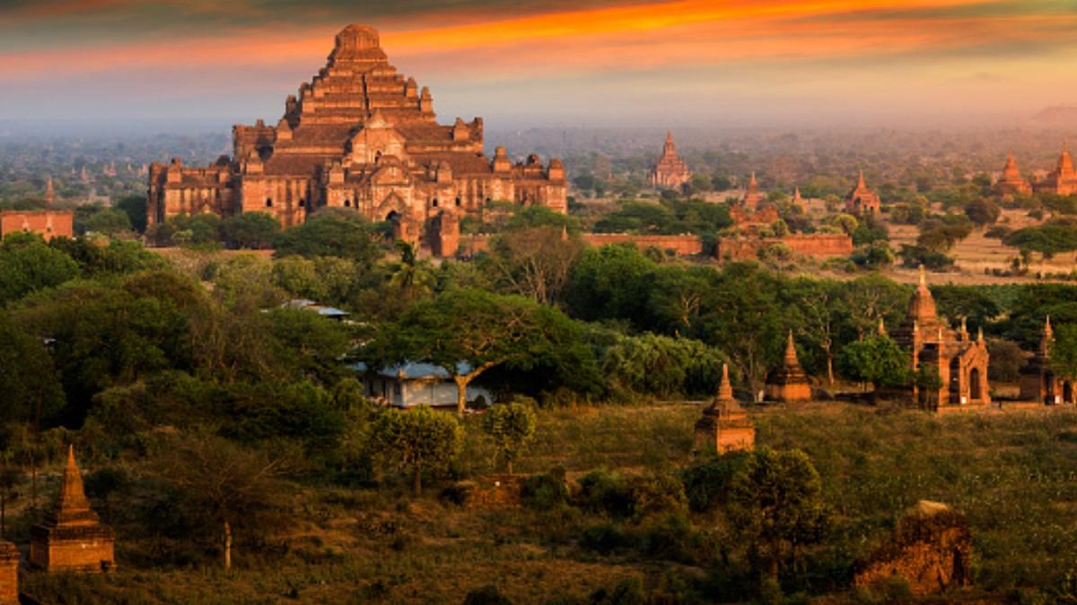 Turistas graban video porno en templo budista