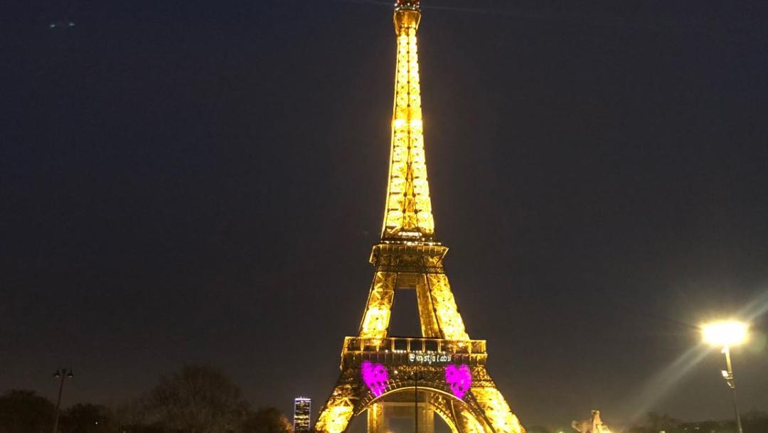 Foto: Se ilumina la Torre Eiffel y proyecta frases de amor por San Valentín, 14 febrero 2020